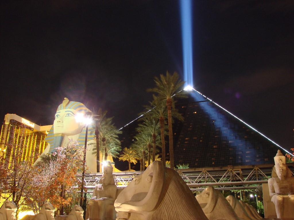 Luxor-pyramid